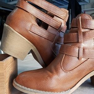 Shoes - Unique Brown Western Style Booties
